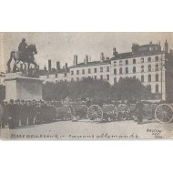 Lyon - Place Bellecour - Canons Allemands